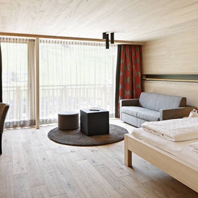 Rooms and suites in the 4 star superior Hotel Warther Hof in Warth, Austria
